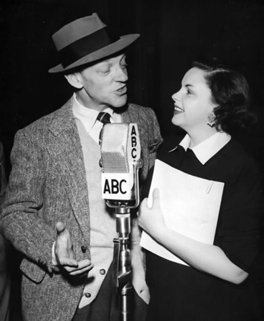 Judy Garland and Fred Astaire in Easter Parade on the radio